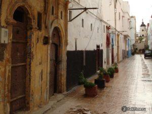 Улица медины и двери