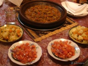 Тажин кефта мкаура и салаты