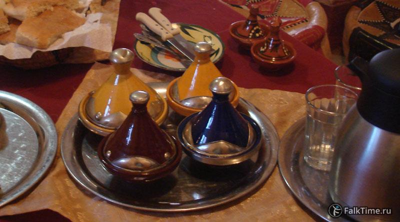 Соусы и специи в тажинчиках