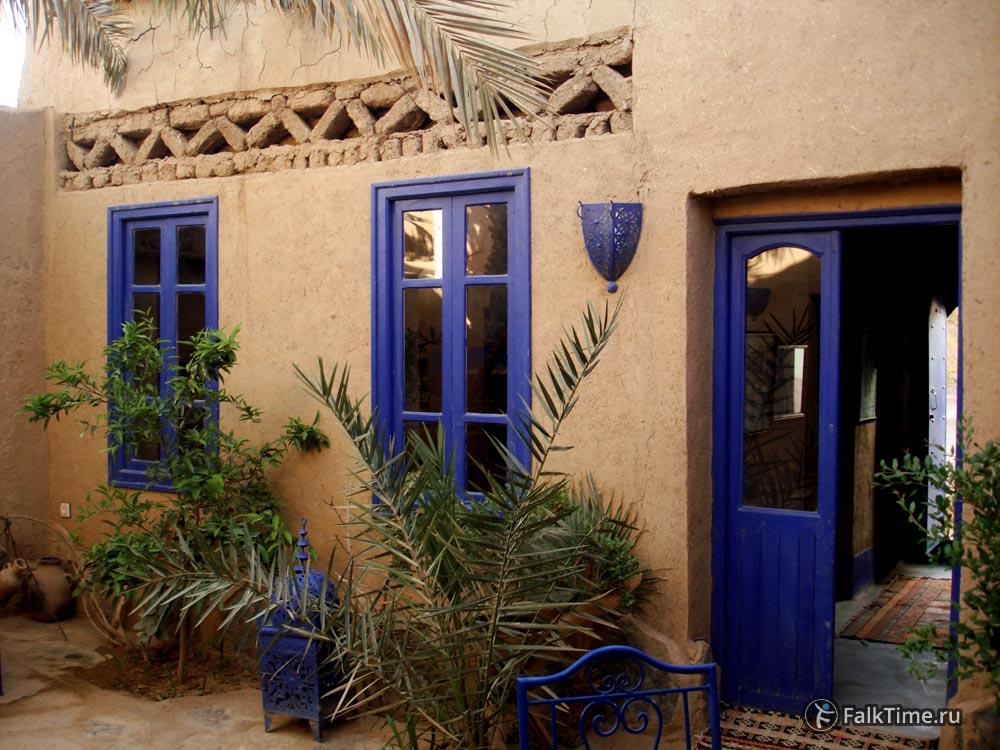 Во дворе Chez Youssef