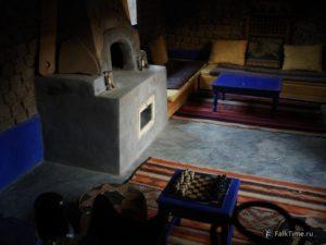 Гостиная, камин и шахматы