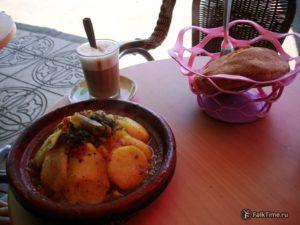 Овощной тажин, хобз и кофе