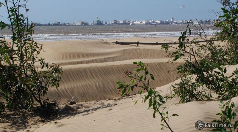 Песчаные дюны пляжа Эс-Сувейры
