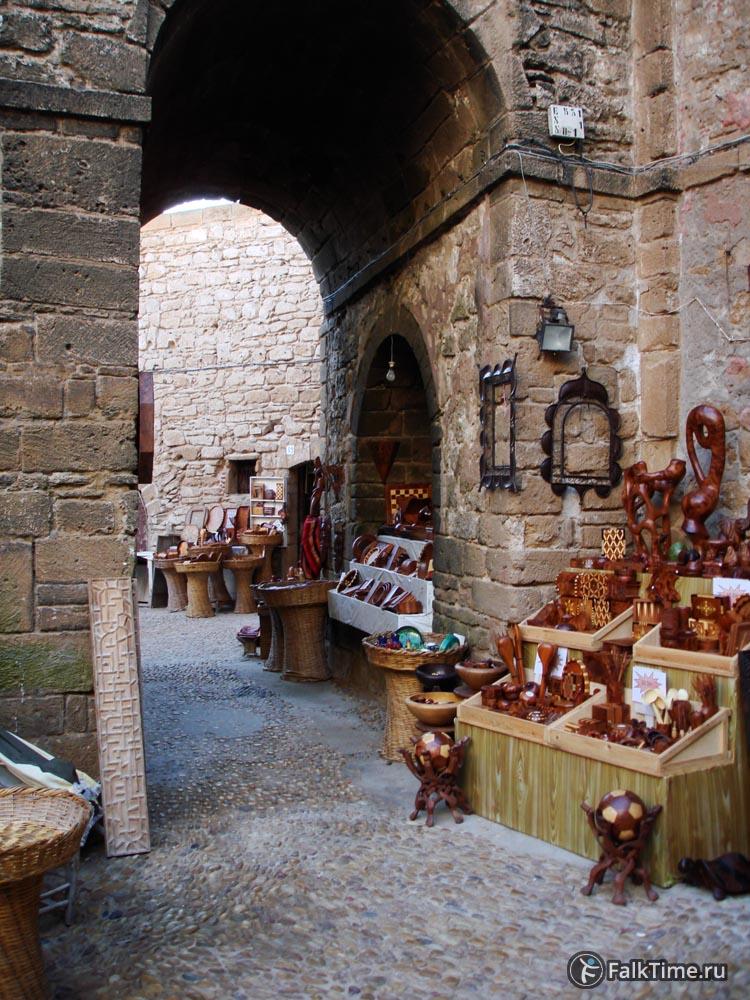 Торговля у стен скала де ла касба